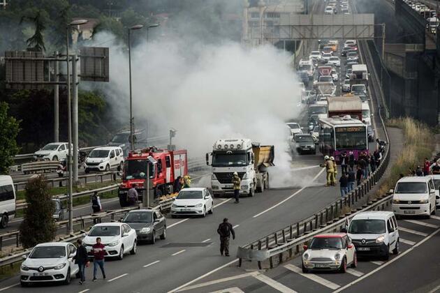 Haliç Köprüsü'nde hafriyat kamyonunda yangın