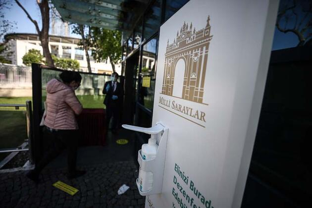 Beylerbeyi ve Dolmabahçe sarayları, 76 günün ardından ziyarete açıldı