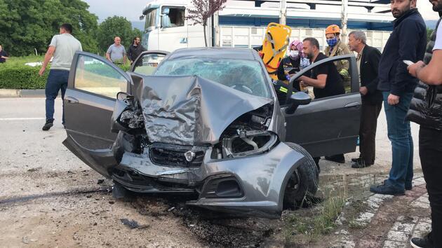 Kontrolden çıkan otomobil duvara çarptı: 3 yaralı