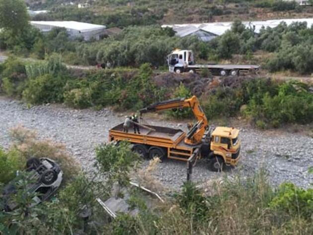 Antalya'da kamyonet ve cip çarpıştı: 6 yaralı