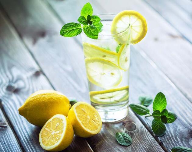 Her gün 1 bardak limonlu su içmenin müthiş faydaları