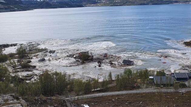 Norveç'te toprak kayması saniye saniye böyle görüntülendi