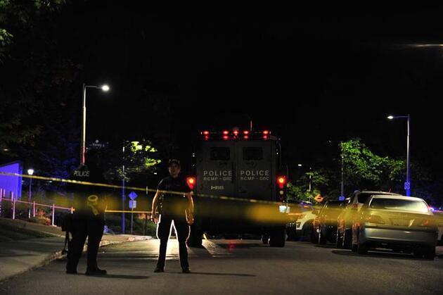 Kanada'nın başkenti Ottawa'da Türk Büyükelçiliği'nin önünde hareketli dakikalar