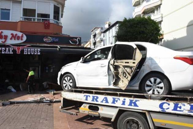 Son dakika haberi! Ünlü şarkıcı Lara kaza geçirdi