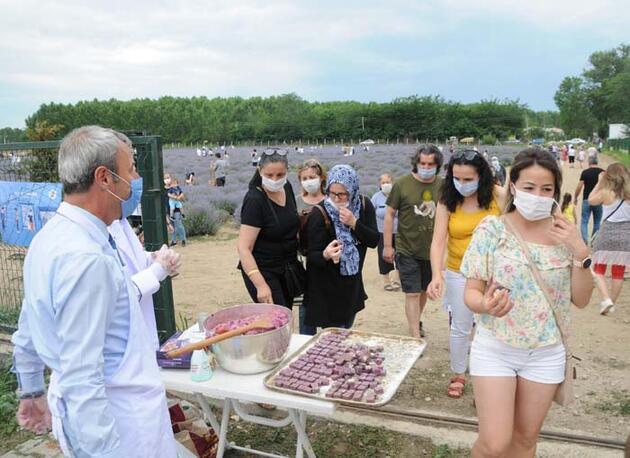 Lavanta tarlası ziyaretçilerine, 'lavantalı tatlı' sürprizi