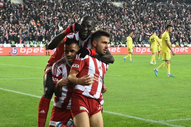 Son dakika... Emre Kılınç'tan Fenerbahçe'ye transfer cevabı