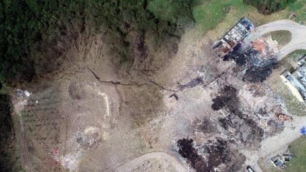 Son dakika... Patlama sonrası fay hattı benzeri yarıklar oluştu