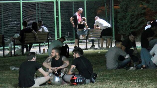 Son dakika... Bursa'da sosyal mesafe ve maske unutuldu; parkta horon oynandı