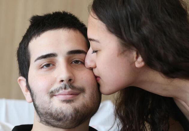 Yüzünün yarısı alınan hastaya bacağından yeni yüz yapıldı