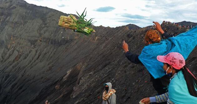 Hindu kabilesi festival için dağa tırmandı