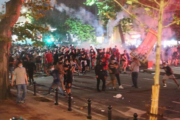 Sırbistan karıştı: 43 polis yaralandı