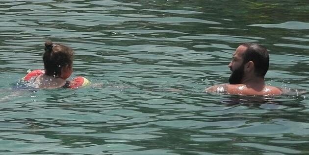 Baba-kızın deniz keyfi...
