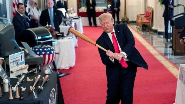 """Trump'a sert tepki: """"İnsanların hayatlarını piyon olarak kullanıyor"""""""