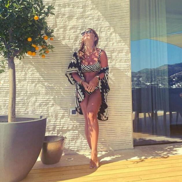 Pelin Karahan'dan bikinili pozlar