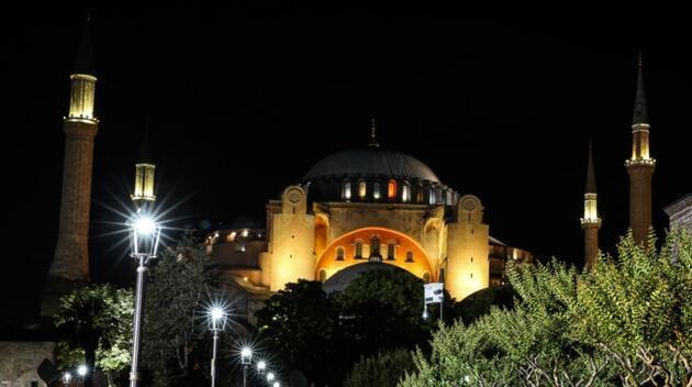 Dünya Türkiye'nin Ayasofya kararını konuşuyor: Yunanistan'dan ilk tepki