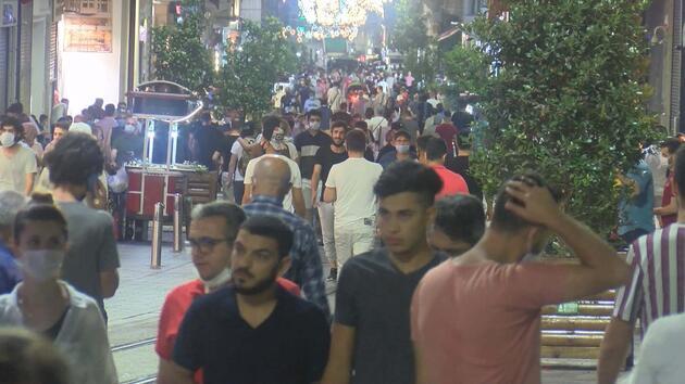 İstiklal Caddesi'nde hafta sonu yoğunluğu