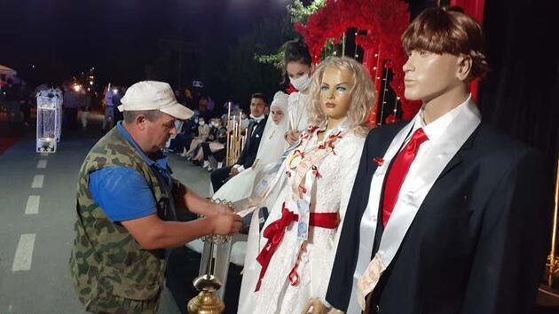 Son dakika... Sokak düğününde de takılar cansız mankenlere takıldı