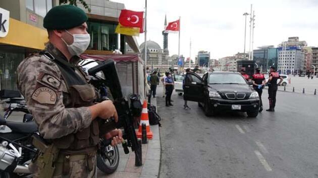 Taksim'de denetimlerde durdurulan cipte polis malzemeleri çıktı