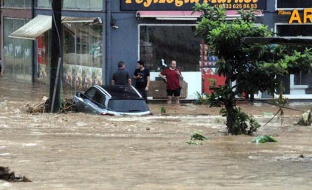Rize'de şiddetli yağış hayatı felç etti! Bakan Soylu, bölgeye gidiyor