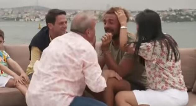 Cemal Can'ın babası oğlunun dizlerini öptü