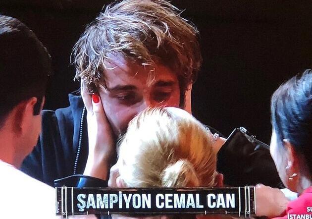Cemal Can Canseven ve Danla Bilic Survivor şampiyonluğunu kutladı!