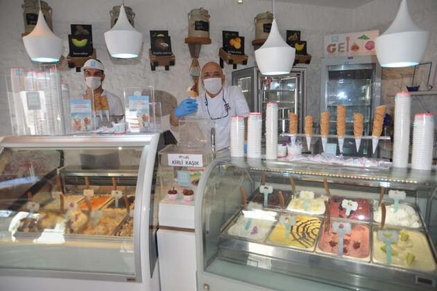 20 metrelik dükkanında 150 çeşit dondurma yapıyor!
