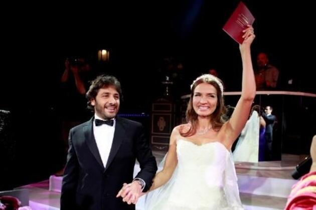 Ünlü sunucuEbru Akel8 yıllık evliliğini tek celsede bitirdi!