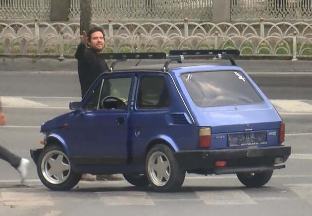 Son dakika... Yol ortasında aküsü biten otomobilin sürücüsü çılgına döndü