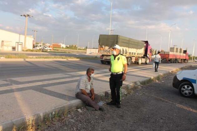 Polisin 'dur' ihtarına uymayan 'alkollü ve ehliyetsiz' sürücü kaldırıma çarptı