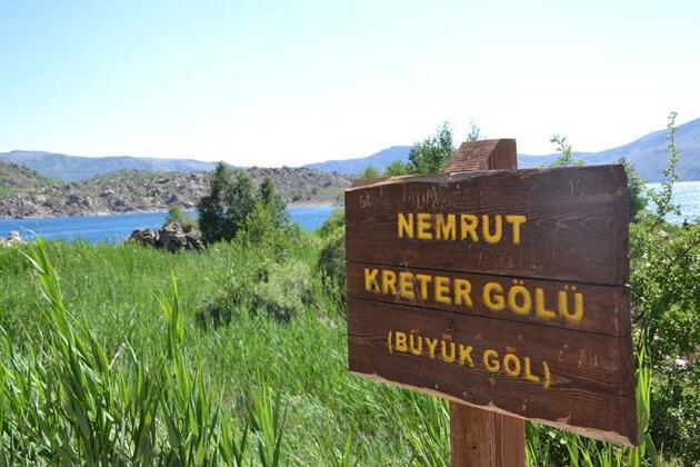 """""""Yeryüzü cenneti"""" Nemrut Krater Gölü ziyaretçi akınına uğruyor"""