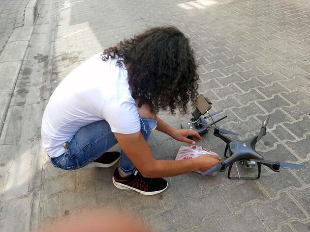Sosyal mesafeye dikkat çekmek için kurban etini 'drone'la gönderdi
