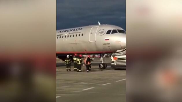 Rusya'da bir tanker havaalanında uçakla çarpıştı, faciadan kıl payı dönüldü