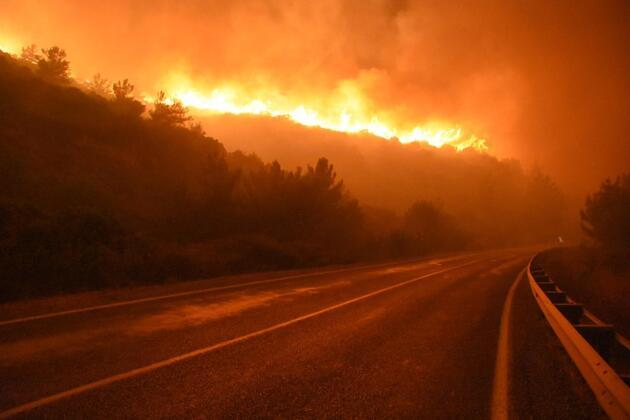 Menderes'te alevler yeniden büyüdü: Havadan müdahale tekrar başladı