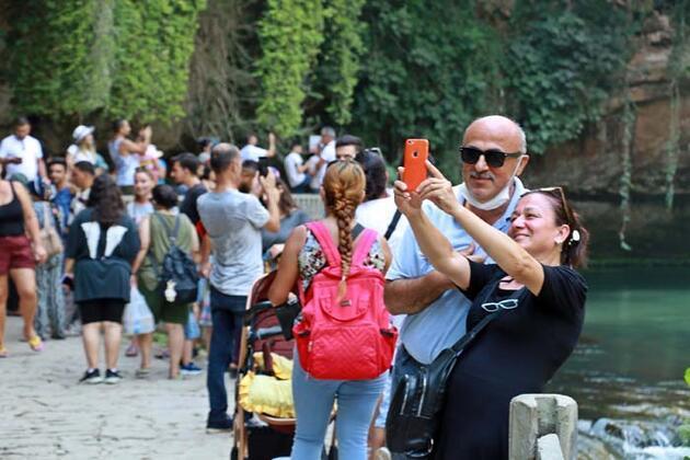 Dünyaca ünlü şelale, bayramda ziyaretçi akınına uğradı