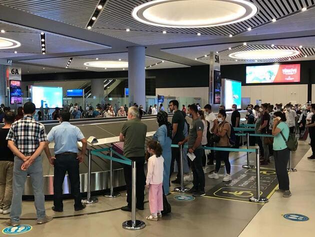 Son dakika... İstanbul Havalimanı'nda bayram tatili dönüş hareketliliği