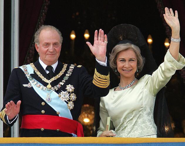 Kraliyet ailesinde büyük şok: Eski kral ülkeyi terk ediyor!