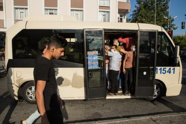 Son dakika... Küçükçekmece'de minibüslerde tıka basa yolculuk