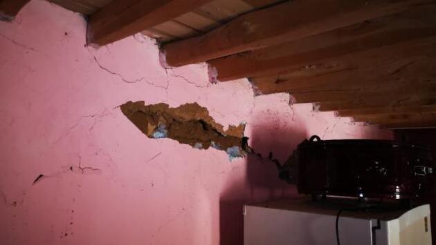 Son dakika.. 5.2'lik depremden sonra Malatya'da derin yarıklar oluştu