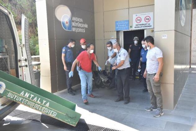 Son dakika... Panoramik asansör boşluğunda erkek cesedi bulundu