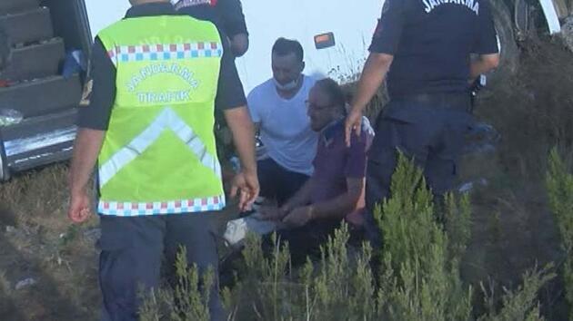 Son dakika... Yaralı kızıyla yardım bekleyen babayı sağlık çalışanı sarılarak teselli etti