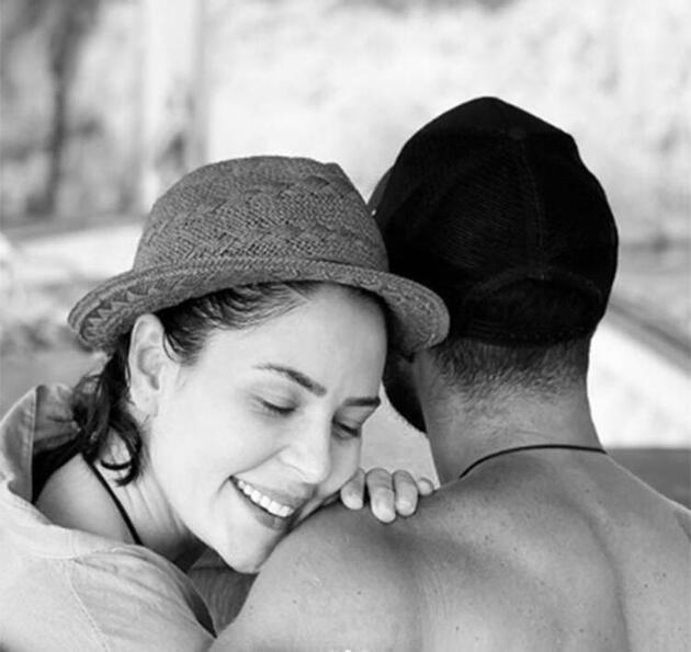 Yıldız Çağrı Atiksoy ve Berk Oktay'dan evlilik sinyali