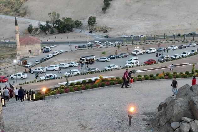 Kayadan oyma tarihi Kayaşehir gece gündüz turist ağırlıyor