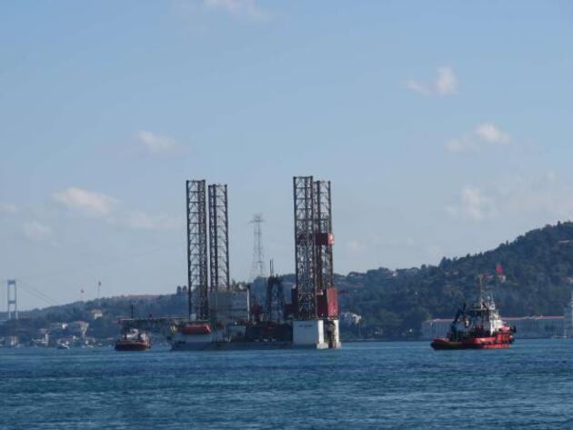 Son dakika... Dev petrol platformu İstanbul Boğazı'ndan geçiyor