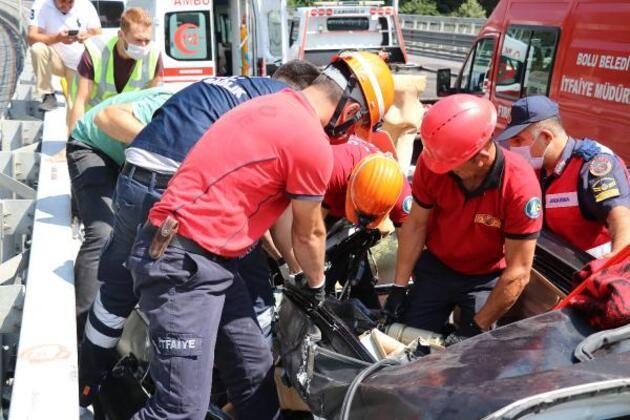 Son dakika... Kaza yapan cipin sürücüsü sıkıştığı yerden 45 dakikada kurtarıldı