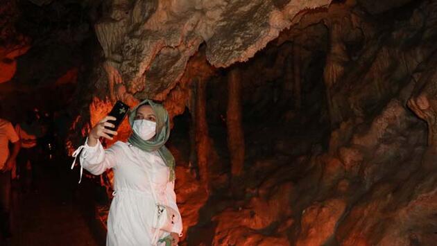 Gören hayran kalıyor! İnsuyu Mağarası'na 25 bin ziyaretçi