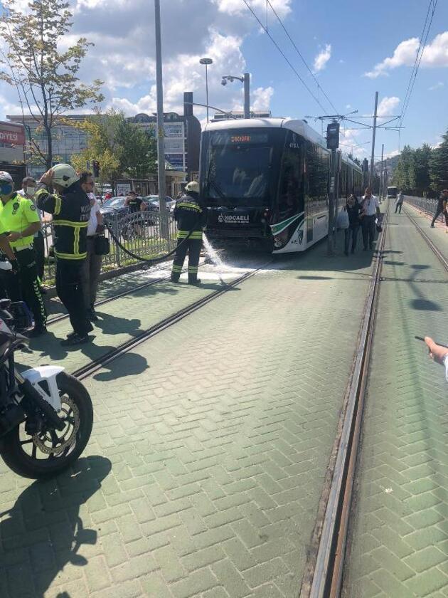 Son dakika... Tramvayın altında kalan motosikletli yaralandı