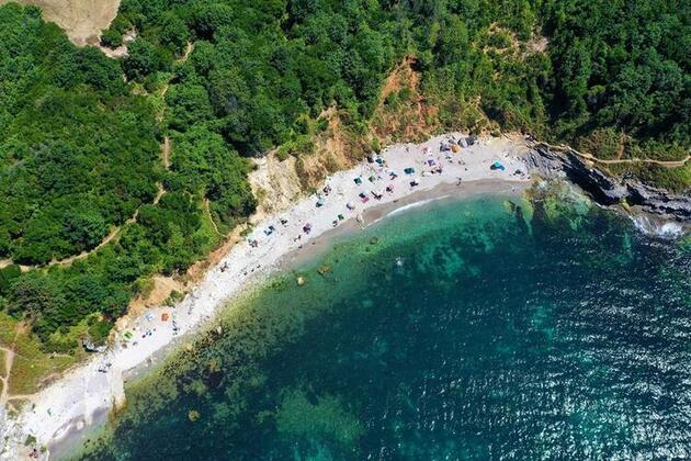 İstanbul'un yanı başındaki güzellik... Harika bir koy ve doğal havuza sahip