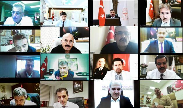 Bakan Koca tek tek video konferansla görüştü! 14 şehir için korona zirvesi