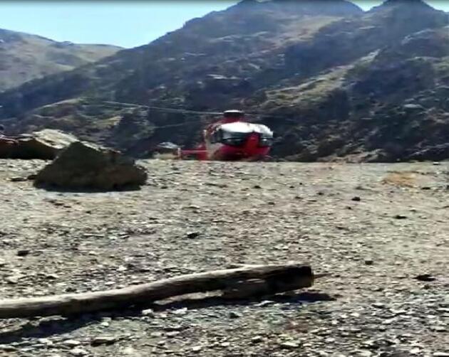 Son dakika... Covid hastası, 2 bin 500 rakımdan ambulans helikopterle alındı