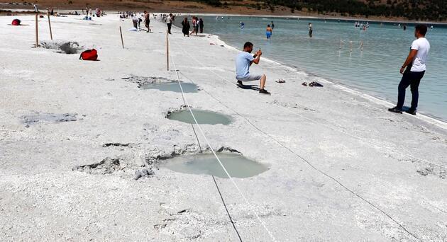 Şifa olsun diye Salda Gölü'nde çukur açtılar!